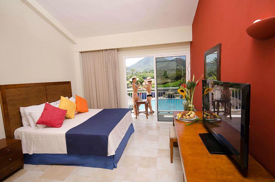Hotel hesperia playa el agua oferta todo incluido for Hoteles con habitaciones en el agua